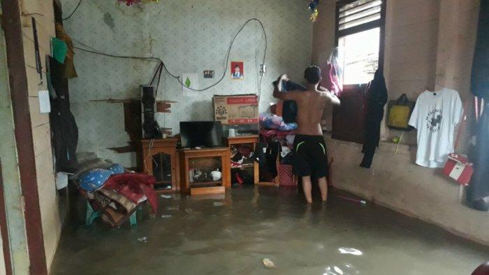 Air Tiba-tiba Masuk Jadi Habis Semuanya Basah - banjir-belitung_20180311_141758.jpg