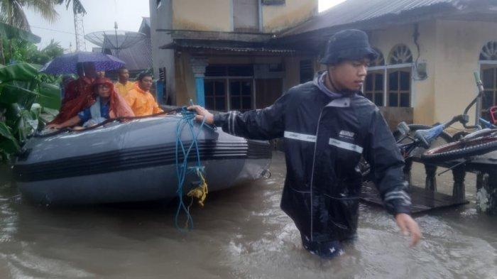 FOTO-foto Banjir Melanda Kampung Amau Belitung - banjir-di-sekitaran-kawasan-kampung-amau.jpg