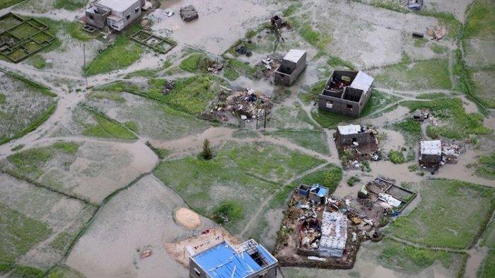 Perempuan Mozambik Melahirkan di Pohon Mangga Saat Rumahnya Diterjang Banjir