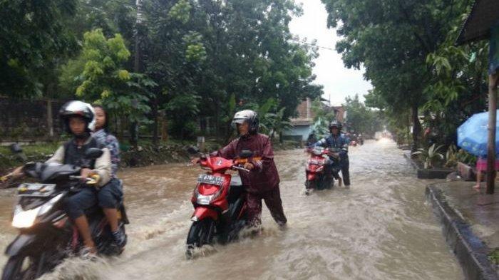 Simak Cara Penanganan Motor Terendam Banjir,Jangan Langsung Nyalakan Mesin