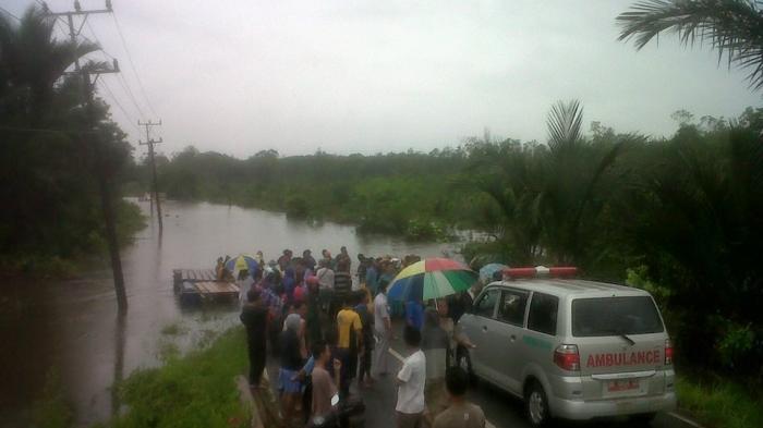 Parah! Banjir Setinggi 1 Meter Buat Jebus Terisolir