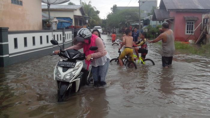 (VIDEO) Suasana Banjir di Kampong Amau Kelurahan Parit