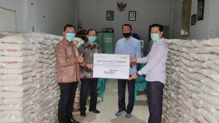 Bank Mandiri Berikan 5.200 Paket Sembako di Bangka Belitung