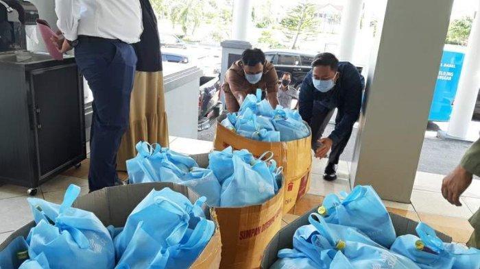 Bank SumselBabel Serahkan APD, Sembako dan Masker Medis untuk Belitung Timur - bantuan-paket-sembako-dari-bank-sumselbabel.jpg