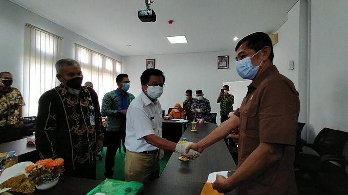 Video - Wakil Gubernur Bangka Belitung Serahkan Bantuan untuk Veteran di Pulau Belitung