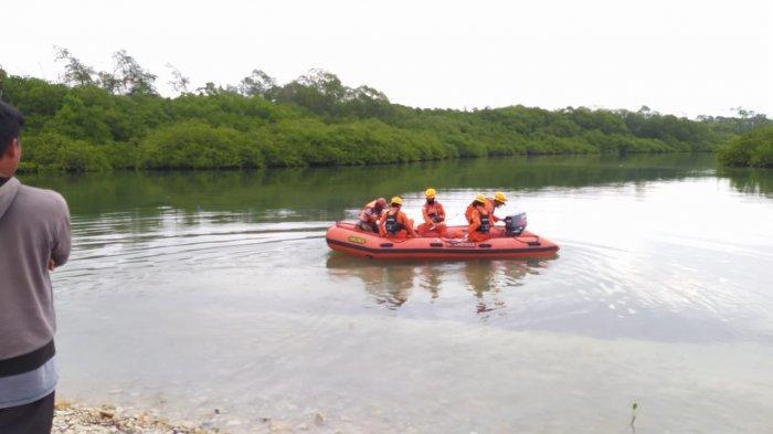 Lakukan Penyisiran di Teluk Merambai, Tim SAR Gabungan Cari Korban Pemancing yang  Diterkam Buaya - basar3.jpg