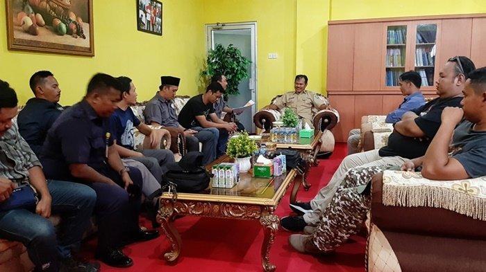 Tujuh Ketua Panwas Kecamatan Sambangi Kantor Bupati Terkait Pencairan Dana Hibah
