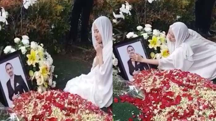 Menangis Elus Foto Suami, BCL Bersimpuh di Depan Makam Ashraf Sinclair: Kenapa Bisa Secepat Ini ?