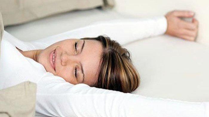 Khasiat Tidur Tanpa Bantal Efeknya Tak Main-main, Kamu Boleh Coba Malam Ini!