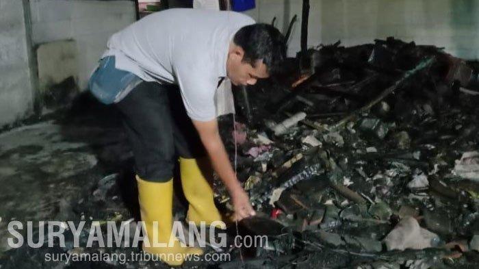 Kebakaran bengkel motor milik Tukiran (50) di Desa Baosan Kidul, Kecamatan Ngrayun, Ponorogo, JUmat (18/12/2020).