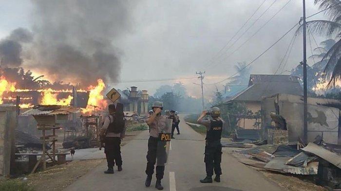 Puluhan Rumah Dibakar, 2 Tewas, 8 Luka-luka & 700 Mengungsi saat Bentrok di Buton, Ini Pemicunya