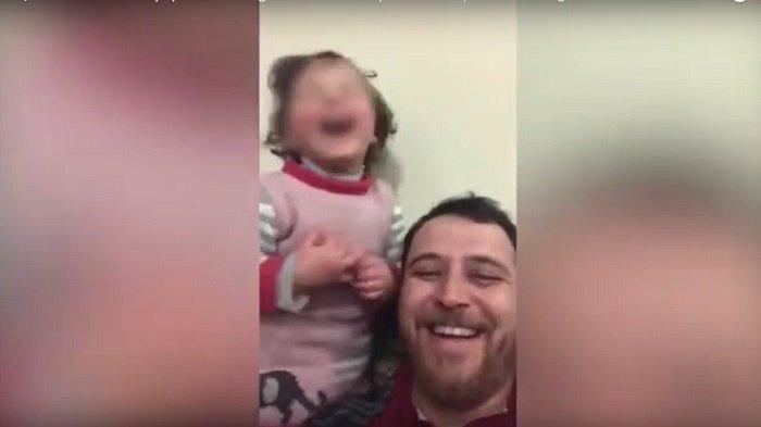 Ayah di Suriah Ajari Anak Untuk Tertawa Bahagia Ketika Mendengar Bom Terjatuh