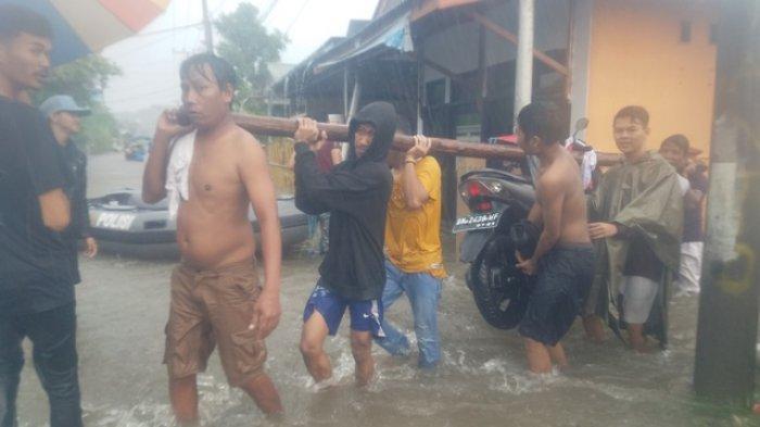 BPBD dan TNI-Polri Evakuasi Korban Banjir di Kampung Amau dan Kelurahan Kampung Damai Belitung