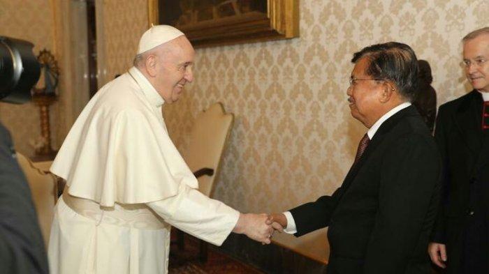 Mantan Wapres Jusuf Kalla bertemu Paus Fransiskus.