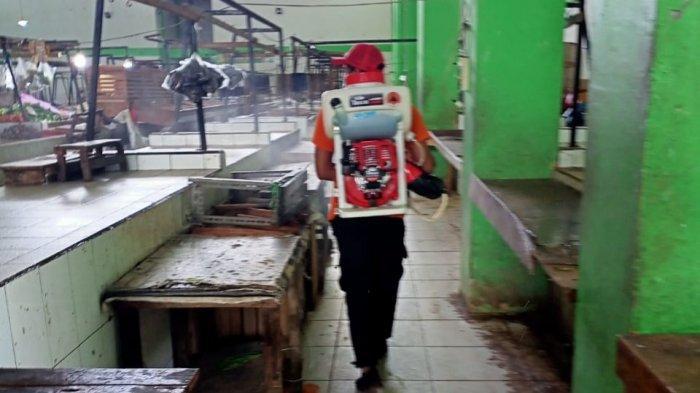 Cegah Transmisi Lokal, BPBD Belitung Timur Disinfeksi Pasar Lipat Kadjang Manggar
