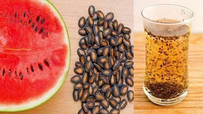 Biji Semangka Ampuh Obati Penyakit Ginjal dan Saluran Kandung Kemih