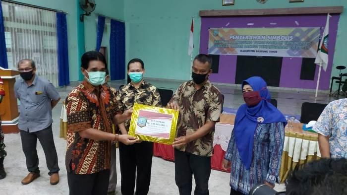 Bupati Belitung Timur Salurkan BLTD Senilai Rp 7,156 Miliar Lebih kepada Pemerintah Desa