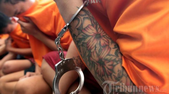 Polisi Gerebek Polisi Diduga Pesta Narkoba, Ada 4 Wanita