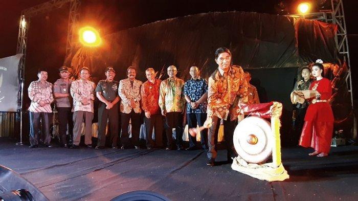 Pukulan Gong Yuslih tandai  Pembukaan Festival Kebhinekaan 2019 dan Belitung Timur Expo 2019