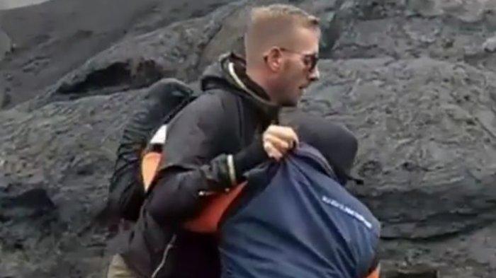 Viral Video Bule Banting Petugas yang Halanginya Dekati Kawah Gunung Bromo
