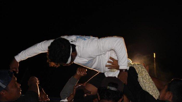 Abdullah tak Sadarkan Diri Saat Ritual Buang Jong Suku Sawang