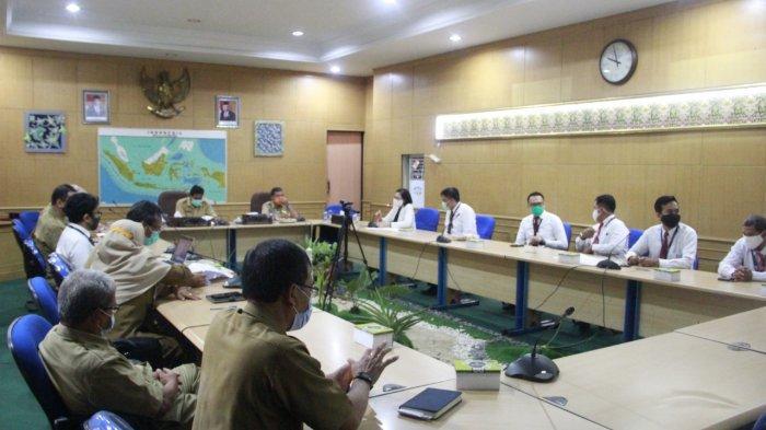 Kinerja Pelayanan Pajak Kabupaten Belitung Dinilai Baik, Bupati Terima Penghargaan KSWP - bupati-belitung-h-sahani-saleh-menerima-penghargaan-1.jpg