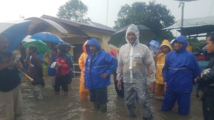Bupati dan Wakil Bupati Belitung Tinjau Banjir di Kampung Amau