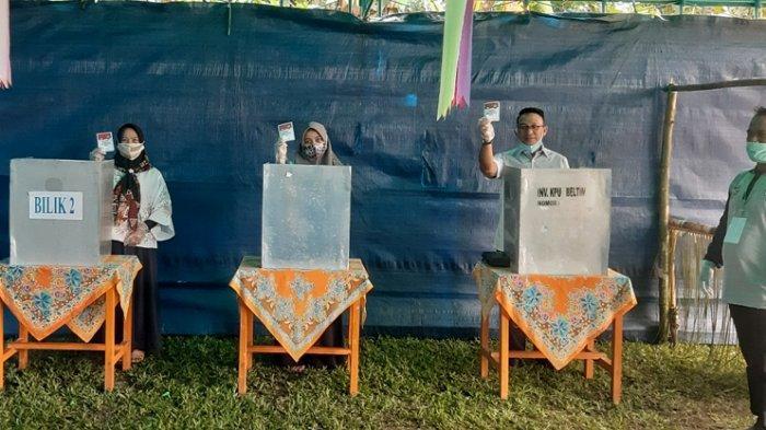 Pilkada Belitung Timur 2020, Burhanudin Siap Terima Apapun Hasil Pilkada Hari Ini - cabup-beltim-burhanudin-nyoblos-bersama-istri-dan-anak.jpg