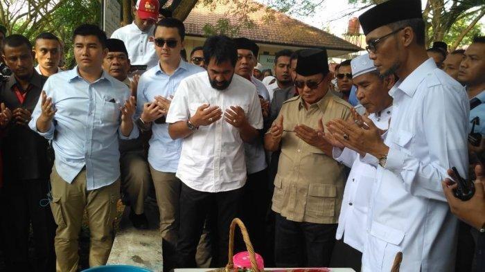 Sebelum Hadiri Acara Haul Tsunami di Lampulo, Prabowo Berdoa dan Ziarah Kuburan Massal di Siron