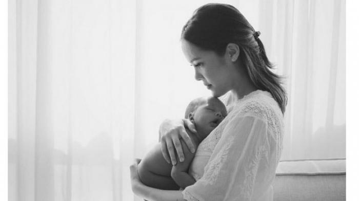Cathy Sharon tak Serumah Bersama Suami Sejak Hamil Anak Kedua