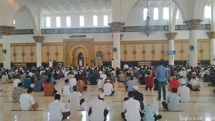 Ketika Lafadz Azan Masjid di Makassar Berubah, Serukan Lebih Baik Salat di Rumah