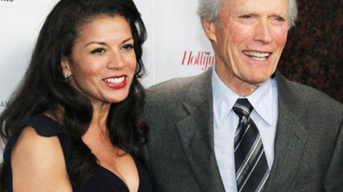 Clint Eastwood (kanan) dan Dina Eastwood (pardolard)