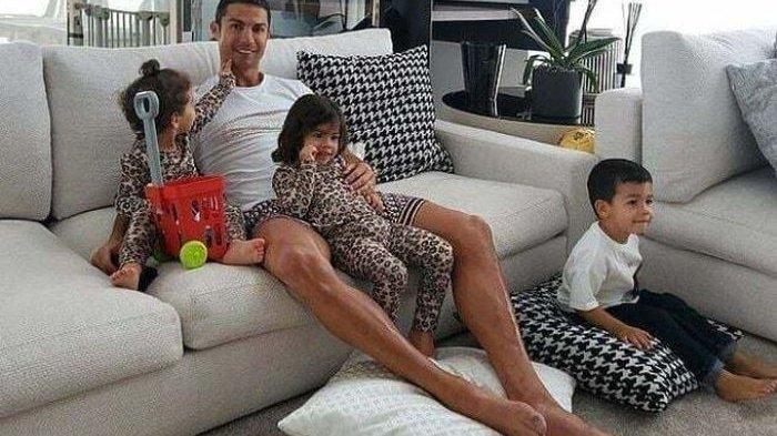 BREAKING NEWS Rumah 7 Lantai Cristiano Ronaldo Dibobol Maling, Pelaku Justru Ambil Satu Barang