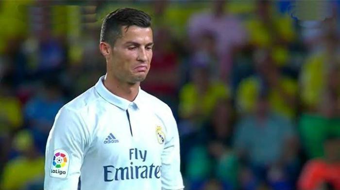 Cristiano Ronaldo Terlihat Kesal dan Bicara Ini Usai Ditarik Keluar Zidane