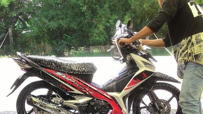 Mengapa Air Hujan Berbahaya bagi Sepeda Motor?