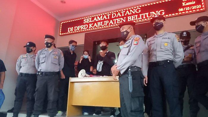 Tak Ada Wakil Rakyat di Gedung DPRD Belitung, Amabel Sidang Rakyat Saat Aksi Total UU Cipta Kerja