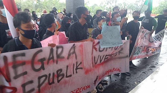 Mahasiswa Gelar Demo di Gedung DPRD Belitung, Tapi Tak Ada Anggota Dewan
