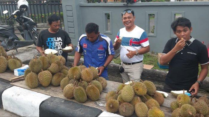 Pedagang Durian Musiman Belitung Mulai Bermunculan