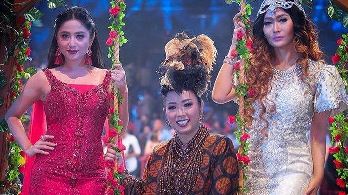 Inul Daratista dan Dewi Perssik Ngemper di Lantai Sambil Makan saat di Rumah Soimah