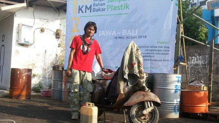 Pria Ini Siap Jelajahi Jawa-Bali Pakai Vespa Ber-BBM Sampah Plastik, Mau Ikut?