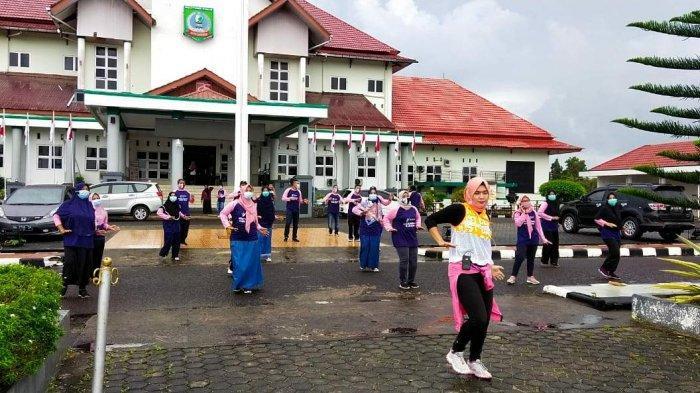 Dinkes Belitung Timur Bagikan Masker dan Hand Sanitizer untuk Masyarakat - dinkes-1.jpg