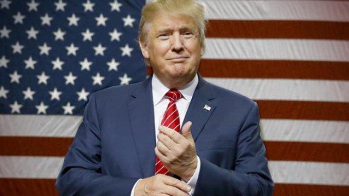 Resmi Disebut Jadi Presiden AS, Donald Trump Peluk Keluarga