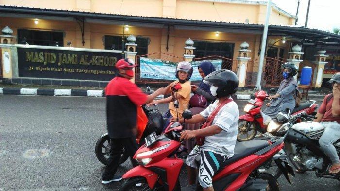 DPC PDI Perjuangan Belitung Cegah Wabah Covid-19, Bagikan 1000 Masker dan Vitamin ke Masyarakat