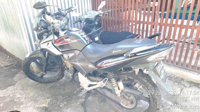Akibat Kurang Konsentrasi, Pengendara Honda Tiger Tabrak Yamaha Mio di Desa Padang Manggar