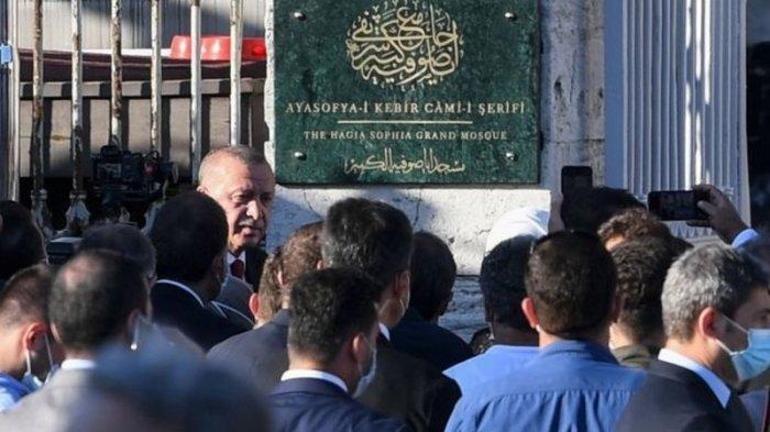 Erdogan Turut Dalam Salat Jumat dan Doa Perdana di Hagia Sophia Setelah Dikonversi Menjadi Masjid