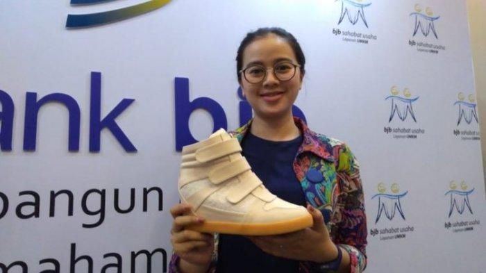 Dari Sisa Uang Jajan Wanita Cantik Ini Pasarkan Produk Sepatunya hingga Singapura