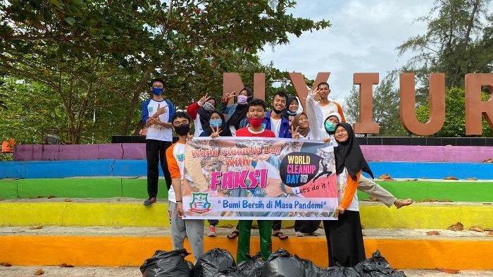 World Clean Up Day 2020, Forum Anak Laskar Pelangi Belitung Timur Bersihkan Pantai