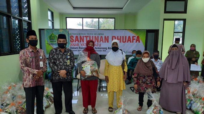 Kemenag Belitung Salurkan 118 Paket Kebutuhan Pokok