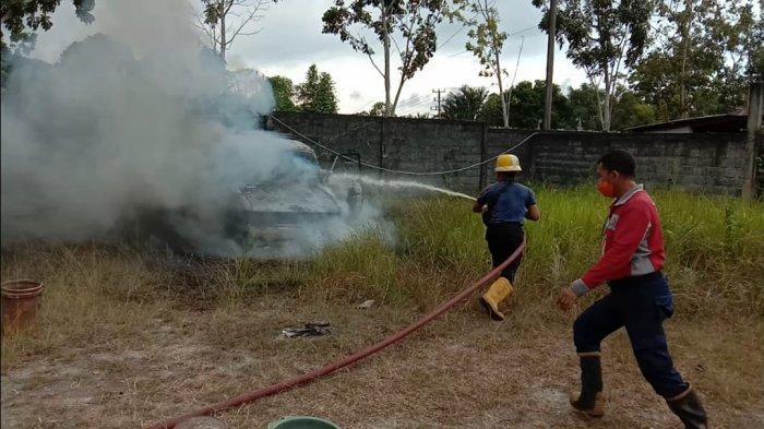 Percikan Api Las Sambar Mobil Kijang Hingga Ludes Terbakar