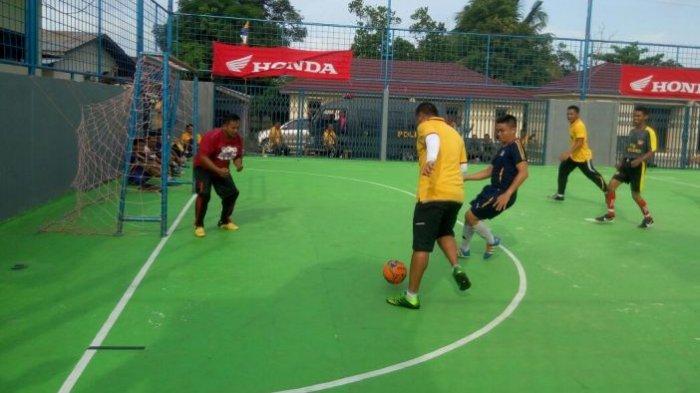 Kapolres dan Wakapolres Belitung Ikut Berlaga Saat Lawan Tim Futsal Pokja Wartawan - futsal_20170210_112443.jpg